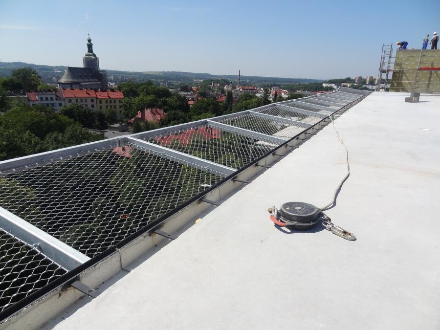 odwodnienie liniowe zamontowane na  Lotnisku dla helikopterów w szpitalu w Cieszynie
